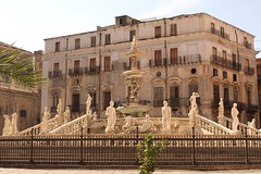 Sicile -  Palerme Piazza Pretoria (mda'skaly) Tags: sicile fontaine palerme piazzapretoria statue sculpture art italie
