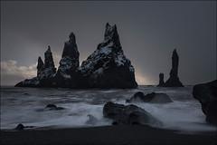 Reynisdrangar (Jose Cantorna) Tags: vik myrdal iceland islandia hielo ice piedra stone nikon d610 drama nubes cloud cielo sky playa beach reynisdrangar formaciones rocas mar agua water