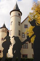 Schneewittchenstadt Lohr am Main (Frau Koriander) Tags: nikond300s 24mm nikkor2428 lohrammain lohr spessart schneewittchen zwerge schneewittchenunddiesiebenzwerge skulptur kunst art figuren mainspessart lohrerschloss architecture architektur schloss castle germany deutschland deutschlandreise autumn fall herbst dof depthoffield