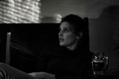 Souvenir de Bruxelles (C. de B.) (Quentin Verwaerde) Tags: portrait blackandwhite beer belgium blackbeer shutters profile blonde shadows sofa look basicinstinct noiretblanc bière belgique bièrenoire volets profil ombres canapé regard