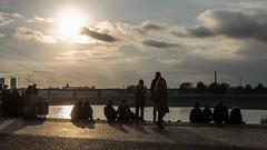 Abends am Rhein in Düsseldorf (KL57Foto) Tags: 2018 düsseldorf germany herbst kl57foto landeshauptstadt nrw nordrheinwestfalen omdem1 oktober olympus rhein rhine fluss sonnenuntergang