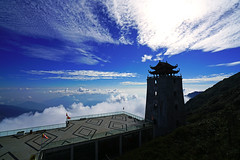 Overwhelming view with the pagoda over the clouds, Fansipan, Vietnam (Andrey Sulitskiy) Tags: fansipan sapa vietnam