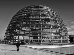 The Reichstag Dome, Norman Foster, Berlín (Angel Talansky) Tags: berlin germany reichstag dome domo reichstagdome cupula normanfoster glassdome architecture bundestag