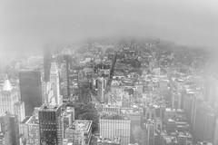 top of the Empire State Building (steph-55) Tags: manhattan newyorkcity nyc steph55 fujifilmfujixt2 lumières ville villedenewyork usa gratteciel immeubles building constructions ois xf1024mmf4rois horizon ciel bâtiment