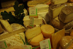 JLF15114 (jlfaurie) Tags: fromages quesos cheeses paris montparnasse fromagerie cheeseshop tienda france francia mpmdf mechas jlfr jlfaurie pentaxk5ii food alimento alimentation