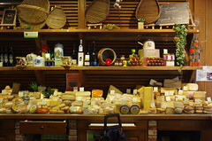 JLF15110 (jlfaurie) Tags: fromages quesos cheeses paris montparnasse fromagerie cheeseshop tienda france francia mpmdf mechas jlfr jlfaurie pentaxk5ii food alimento alimentation