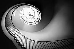 Vorsprung Durch Technik (Sean Batten) Tags: munich bavaria germany de spiral staircase blackandwhite bw nikon d800 1424 lines curves light shadow