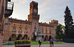 Piazza Verdi - Busseto (PR) (Aellevì) Tags: giuseppeverdi teatro bandiere torre orologio merli