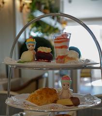 Afternoon tea (omgdolls) Tags: sonny angels wiener wednesday pudding cupcake