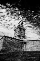 New YorkBW0294 (schulzharri) Tags: new york usa freiheitsstatue freihet statue black white schwarz weis reise travel art kunst wasser personen himmel denkmal park einfarbig