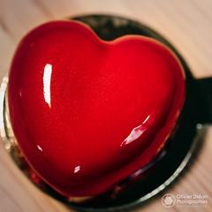Un cœur en chocolat par Sabrina Brillard pour soutenir le Crédit Mutuel Arkéa (OlivierDREAN) Tags: sabrina makroplanart2100 arkéa f28 iso3200 100mm ilce7rm2 pâtisserie zeiss sony ze coeur iso100 sonyalpha7rmarkii