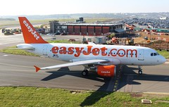 OE-LQT Airbus A319-111 Easyjet Europe (R.K.C. Photography) Tags: oelqt airbus a319111 airliners aircraft aviation easyjet europe austrian a319 luton bedfordshire england uk unitedkingdom londonlutonairport ltn eggw canoneos100d