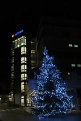 Handheld nightshot mode - ISO 1600 -  HERMA LOGO mit Weihnachts- Baum - SX70 EXPERIMENT 2018 + Erweitertes Benutzer-Handbuch -> Bedienungsanleitung (eagle1effi) Tags: canon powershot sx70 hs canonpowershotsx70hs herma weihnachtsbaum weihnachst baum experiment 2018 erweitertes benutzerhandbuch bedienungsanleitung help hilfe helpdesk photopedia sx70best eagle1effi new december selection reference bestof bridgecamera digic8 canonsx70 zoomer superzoomer sx70hs compact low light nightlight dimlight schummerlicht lowlight weniglicht allinonecamera kompakte kamera klasse tollebilder photos handselected bridgekamera best photo bilder von bonlanden filderstadt construction site grossbaustelle baustelle newsx70 bild brigekamera foto beste camera reisekamera travelcamera powershotsx70 great bestebilder canonpowersho tsx70hs canonpowershot referenceshot referenz