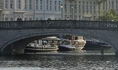 Inselbrücke (niedersachsenfoto) Tags: spree spreekanal brücke inselstrase fischerinsel historischerhafen schiff märkischesufer berlin niedersachsenfoto