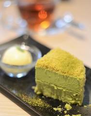 green tea (matcha) cheesecake (snowshoe hare*) Tags: dsc0443 matcha cheesecake greentea cafe bokeh kyoto 抹茶チーズケーキ カフェ ドゥーブルフロマージュ ドゥーブルチーズケーキ doublefromagecheesecake