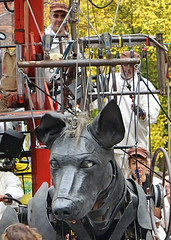 XOLO MEETS UNKOWN GIRL (CloudBuster) Tags: liverpool liverpools dream royal de luxe france nantes united kingdom culture october 2018 giant spectacular