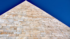 A Pyramid in Rome (Ciceruacchio) Tags: pyramid pyramide piramide caiuscestius caiocestio portasanpaolo rome roma italy italia italie italien nikond750
