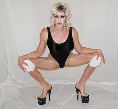 Tuck city (queen.catch) Tags: dragqueen pleasers heels leotard wig makeup squatting catchqueen youtuber transgender legsfordays sissy femboi kneepads transvestite tuck champion shiny lycra pantyhose 80s