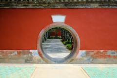 18090709 (felipe bosolito) Tags: beijing china symmetry circle wall red fuji xpro2 xf23f14