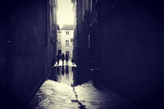 Avignon (mline.c) Tags: pluie rain rainingday street streetphotography blackwhite bw blackandwhite avignon provence summer contrejour pellicule argentique oldstylephotography oldfashionedphotography filmphotography film