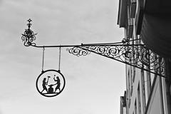 Lille Strandstræde 22 (just.Luc) Tags: bn nb zw monochroom monotone monochrome bw sign uithangbord enseigne metal metaal kopenhagen københavn copenhagen copenhague copenhaga zealand sjælland seeland danmark denmark denemarken danemark dänemark tanska europa europe