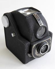 Ensign FUL-VUE (pho-Tony) Tags: photosofcameras ensignfulvue ensign fulvue 120 rollfilm roll film metal cheap box boxcamera waistlevel waist level mediumformat