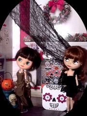 """Blythe-a-Day#13. Nightmare Before Christmas: Nylah and Francoise Dorleac: Blythe Swap • <a style=""""font-size:0.8em;"""" href=""""http://www.flickr.com/photos/154461393@N05/30336565547/"""" target=""""_blank"""">View on Flickr</a>"""
