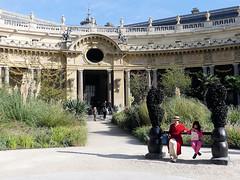 Le  banc des amoureux (Raymonde Contensous) Tags: paris petitpalais fiac2018 artcontemporain expositions installationsartistiques musée architecture jardin insolite