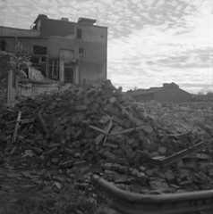 almedal (rotabaga) Tags: sverige sweden svartvitt göteborg gothenburg blackandwhite bw bwfp lomo lomography lubitel166 ilford mediumformat mellanformat twinlens diy r09 120 6x6