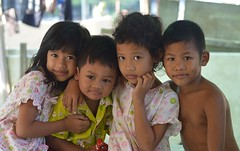 cute brothers and sisters (the foreign photographer - ฝรั่งถ่) Tags: brothers sisters cute khlong thanon portraits bangkhen bangkok thailand nikon d3200