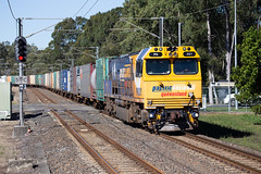 Class Leader (PJ Reading) Tags: train rail railway track transport travel transportation qr qld queensland australia queenslandrail qldrail narrow narrowgauge suburban city brisbane citytrain translink cargo goods freight locomotive intermodal container superfreighter diesel pn pacificnational pacnat pnq pnqld pacificnationalqueensland pnclass carseldine suburbs