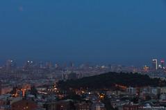 Tímidamente (SantiMB.Photos) Tags: 2blog 2tumblr 2ig eclipse mooneclipse lunadesangre bloodmoon luna geo:lat=4144174518 geo:lon=215226620 geotagged barcelona catalunya españa esp