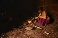 Roasting Chickpeas (Rod Waddington) Tags: africa african afrique afrika äthiopien ethiopia ethiopian ethnic etiopia ethnicity ethiopie etiopian wollaita wolayta wollayta tribe traditional tribal hut home village saware welayta woman roasting chickpeas culture cultural fire cooking