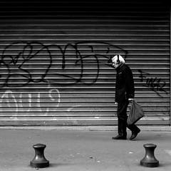 Hier encore (pascalcolin1) Tags: paris13 charlesaznavour homme man vieux old mur wall lumière light photoderue streetview urbanarte noiretblanc blackandwhite photopascalcolin 50mm canon50mm canon carré square