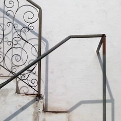 steps and shadows at casa ramirez II (msdonnalee) Tags: steps stairs bannister shadow escala escalier treppen escalera sombra sombre ombre schatten wroughtironbannister explore