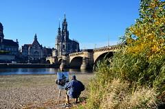 Dresden mit Elbe, Brücke und Maler (antje whv) Tags: brücken bridges dresden dresdenaltstadt elbe flüsse river maler