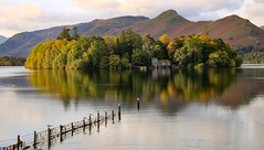 Autumn Island [explored 07.10.18] (mandysp8) Tags: autumn gold leaves water cumbria uk thelakedistrict house jetty birds sunrise canon dslr 750d keswick reflections mountains allerdale fells woods