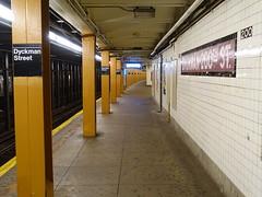201809038 New York City subway station 'Dyckman Street' (taigatrommelchen) Tags: 20180935 usa ny newyork newyorkcity nyc manhattan inwood central perspective icon urban railway railroad mass transit subway tunnel station sign