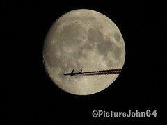 YES!! NH216 All Nippon Airways Boeing 787-9 Dreamliner (JA891A) enroute from Paris Ch. de Gaulle to Haneda Tokyo passing full moon (PictureJohn64) Tags: luchtvaart sx50 powershot canon japan aircraft ja891a flugzeug vliegtuig picturejohn64 maan moon tokyo paris passenger pax contrail enroute 7879 dreamliner boeing airline airways ana nippon