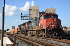 CN (IC) C44-9W 2723 South with Q194 9/18/18 (tjtrainz) Tags: cn canadian national q194 intermodal train jackson ms switch tender jct junction ic illinois central yazoo sub mccomb c449w 944cw sd70m2 ge general electric emd electro motive division