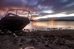 Le bateau de marais (Lady_Nessa) Tags: longexposition longexposure photography landscapes naturaleza nature water eau pantano paysbasque basquecountry alava euskadi bateau