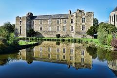 Gonnord en couleurs (LUMEN SCRIPT) Tags: country countryside lumenscript france mirror reflection water castle building architecture perspective pov
