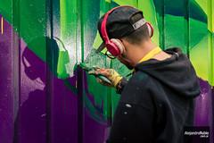Pinta tu aldea (.Alejandro Rubio.) Tags: graffiti paint painting pintar mural pintura verde violeta headphones auriculares musica music grafitear painter pintor usinadelarte ciudademergente alerubio