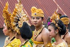 IMG_6667-tr (JLBenazra) Tags: bali cérémonie sawan indonésie costumes