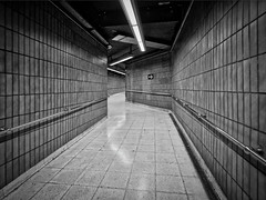 Метро. Барселона, Испания (varfolomeev) Tags: 2018 испания город метро чб spain city subway fujifilmxt10 samyang12mm