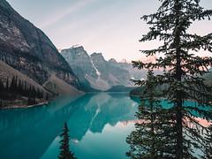 Sunrise (jonathan_percy) Tags: 2018 banffnationalpark valleyofthetenpeaks alberta gfx50s banff canada fujifilm ca morainelake ab