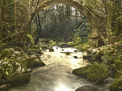 Río Alén (LUIS FELICIANO) Tags: rioalen barciademera covelo pontevedra galicia españa puente agua rocas verde arboles paisaje naturaleza olympus e5 lent