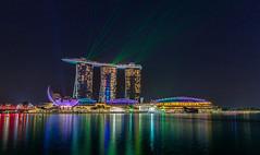 Singapore Lasershow (andreasmally) Tags: singapore singapur lasershow marina marinabaysands hotel water nacht night skyline stadt gebäude wasser wolkenkratzer architektur cityscape
