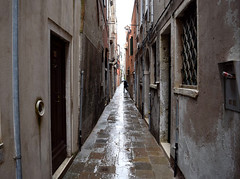 Labyrinth (varnaboy) Tags: italy venice walls maze buildings street narrow alley wall
