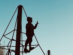 M (raulicia) Tags: niños contraluz luna columpios cielo parque